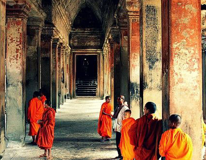 monk-at-angkor-wat-temple